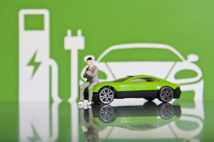 新能源车电池报废高峰来袭!百亿回收市场背后