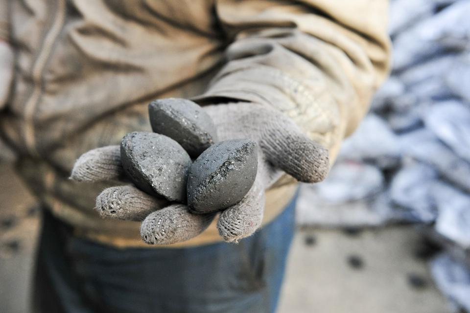 兩涉事企業10月完成業務轉讓 燃清潔煤致一氧化碳中毒死亡?專家:不能輕易下判斷