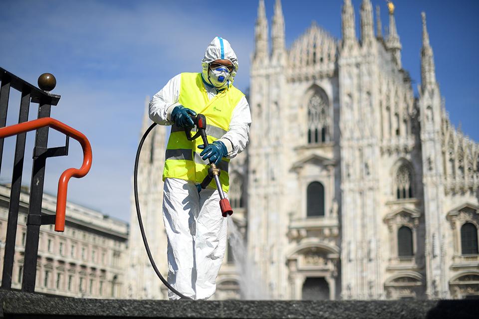 """被疫情改变的意大利:""""请不要把我们留在暴风雨中"""""""
