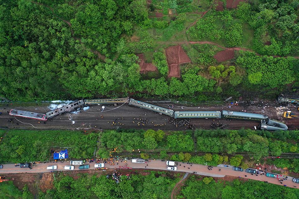 快评 | 村民提前报警为何没有避免T179次脱轨?官方调查应回应疑点