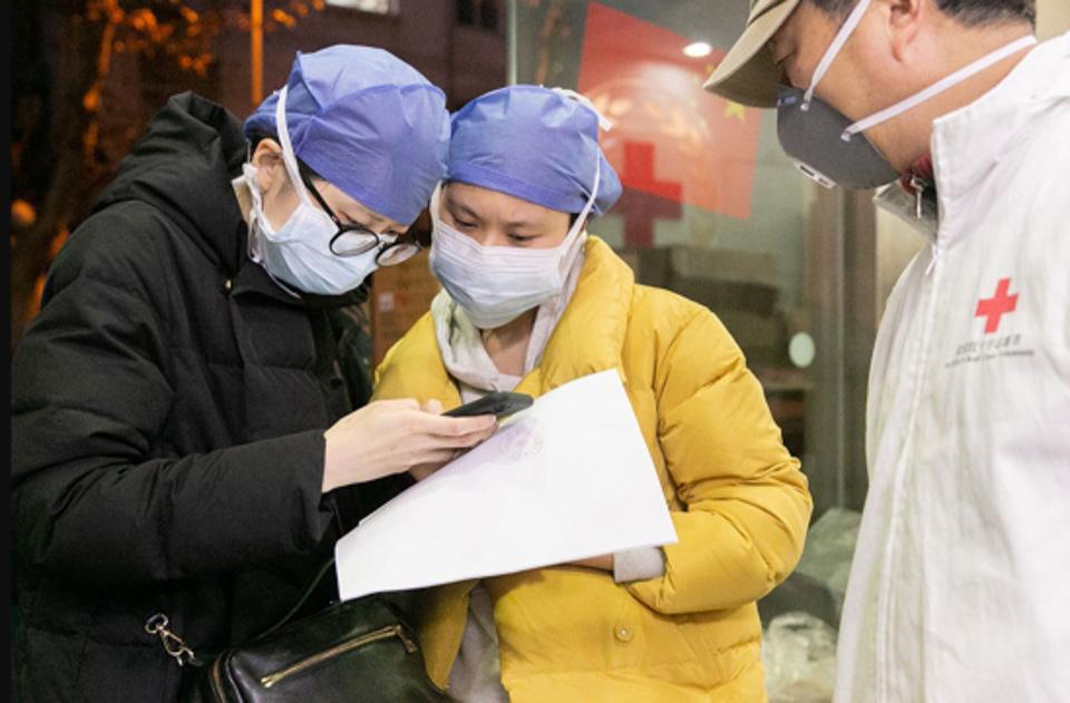 """復盤輿論漩渦中的武漢紅十字會:""""當時只想找搬運工,不惜力氣的"""""""