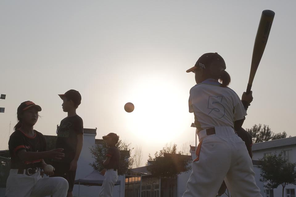 """棒球""""孤儿"""":改变命运的训练场"""