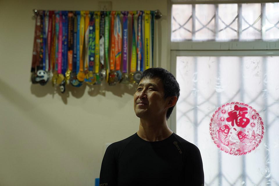 他失明后,去跑馬拉松——作家陳光炅的盲人生活