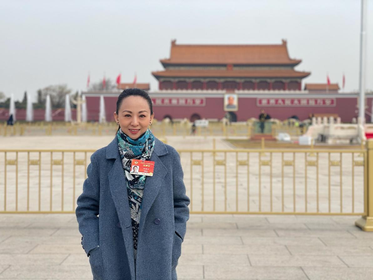 """全国政协委员邰丽华:用手语""""唱""""国歌的她,建议提高残障学生受教育质量"""