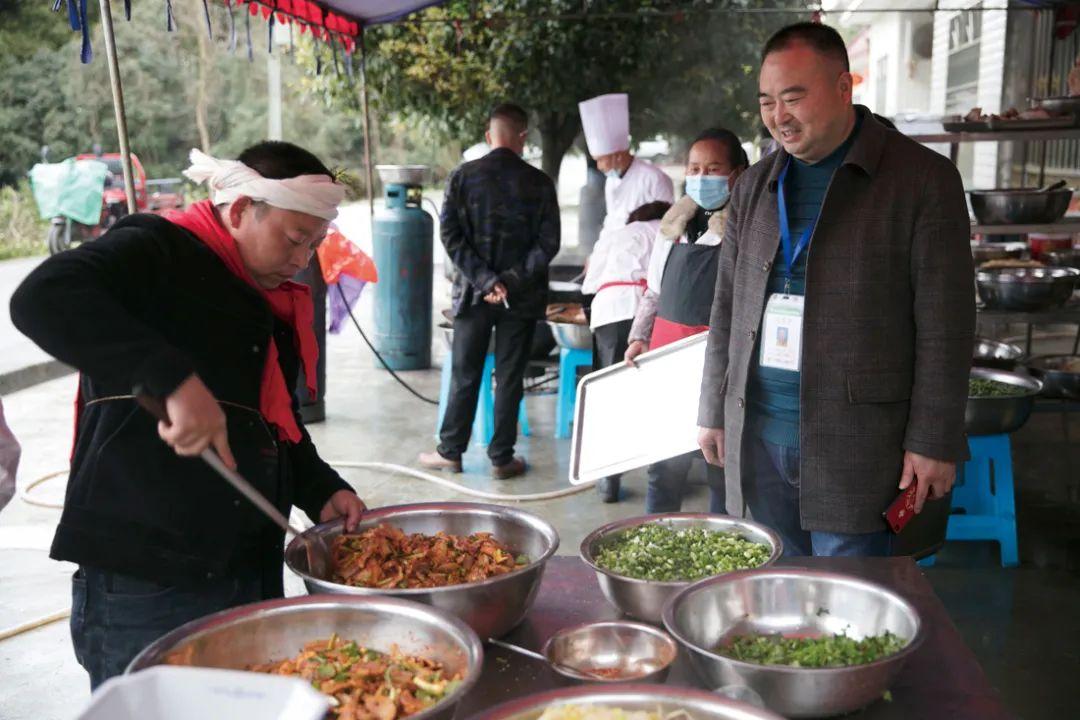 乡村厨师江湖:人情、产业和规范
