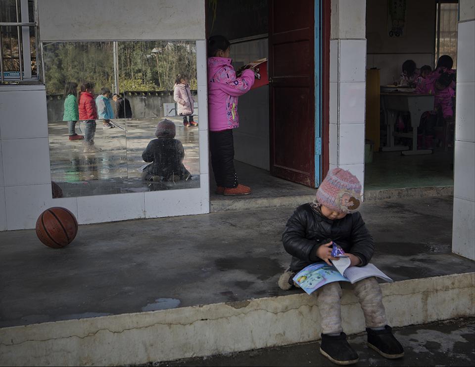 """中國兒童閱讀現狀: """"鄉村孩子沒條件,城里孩子沒時間"""""""