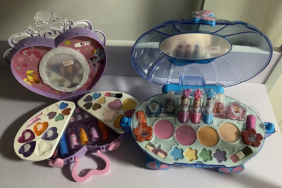 """儿童彩妆野蛮生长:号称""""专为儿童设计"""",竟是""""过家家""""玩具"""