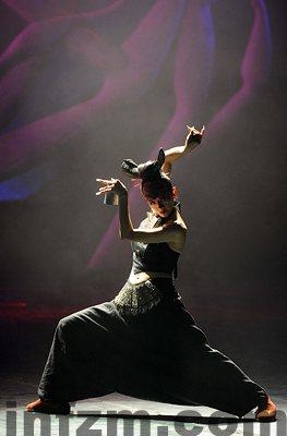 杨丽萍在表演乐舞《云南的响声》。