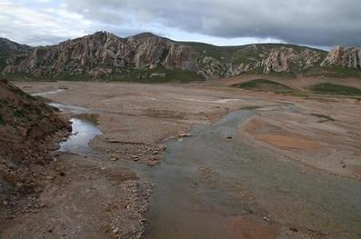 这条大江叫牙曲,是长江的支流