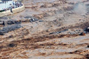 题图_陕西境内黄河现23年来最大洪峰1