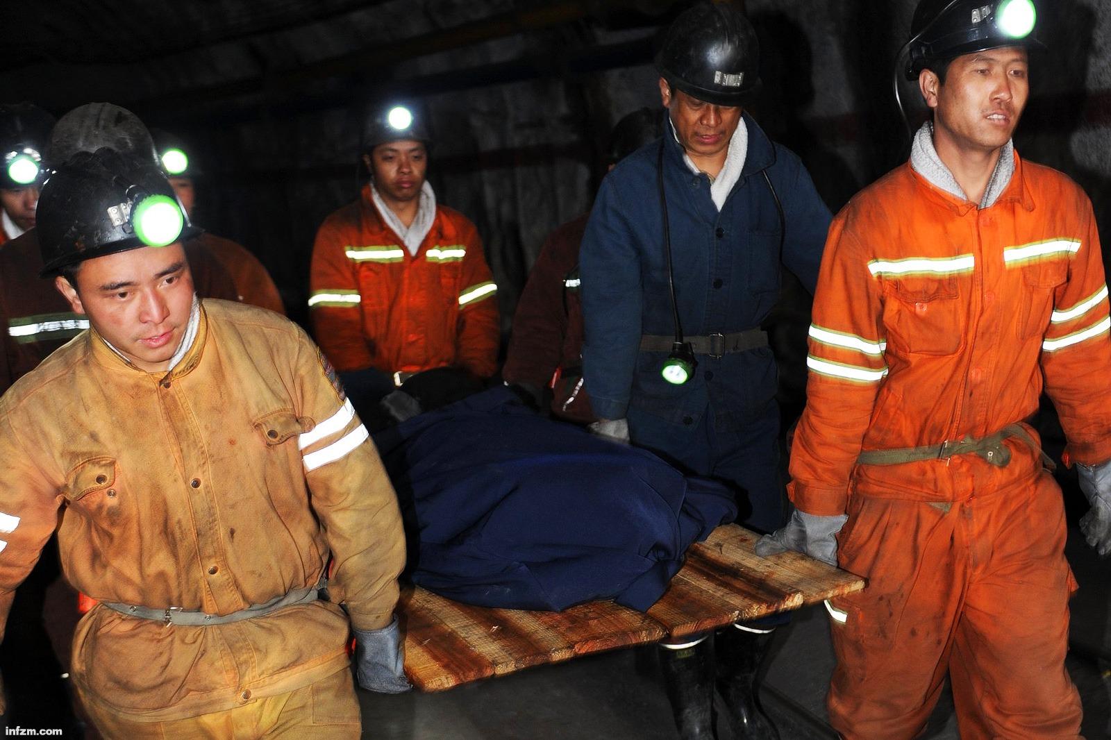 配图-贵州响水矿难最后一名遇难者遗体被发现