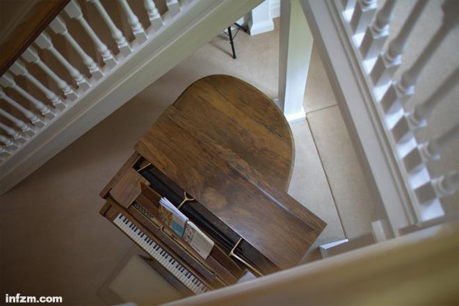 中国 季星/伊顿公学宿舍楼,舍监与学生们住在一起,钢琴是舍监的私人物品...