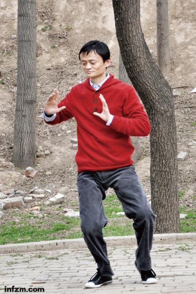 """马云在陈家沟练习太极拳,他与李连杰一直想推广""""太极禅""""。 (CFP/图)"""