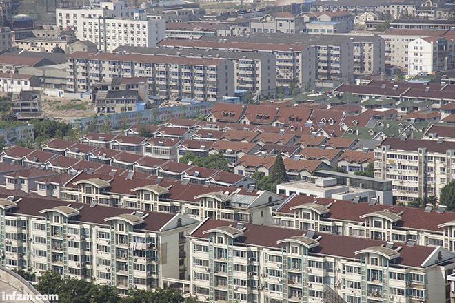 常州市武进区武宜路上的楼盘总建筑面积超过了500万平方米。 (CFP/图)