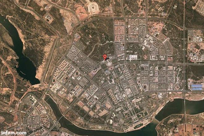 """图为被称为""""鬼城""""的内蒙古鄂尔多斯新城卫星图。 (谷歌截屏图/图)"""