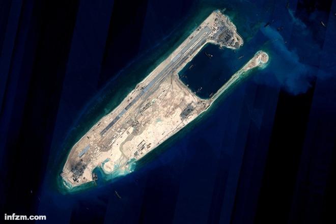 1月6日10时21分,南方航空的飞机降落中国最南端的南沙永暑礁新建机场。当日,中国政府征用的两架民航客机先后从海口美兰机场起飞,经过近2小时的飞行于10时21分、10时46分平稳降落南沙永暑礁新建机场并于当日下午返回海口,试飞成功。而比起试飞成功更激动人心的,是一直阻碍南海岛礁发展的缺水问题将得到解决。 南海岛礁建设过程中,淡水资源匮乏一直最令人头疼,中国早期主要是通过船一桶一桶将淡水运到岛上补给生活用水,或是靠岛上守岛的官兵通过收集雨水来勉强维持海岛生活,此前有新闻媒体报道守岛官兵曾每3个月才补给一次淡