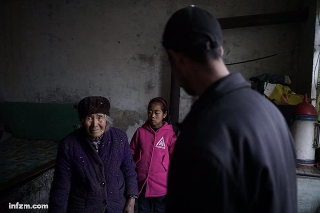 山西吕梁岚县王狮乡敦厚中心小学,陈丹,10岁,她和奶奶在一贫如图片