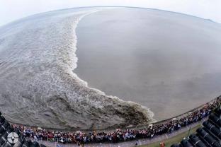 01 旅图丨钱塘江大潮,八月十八如期而至