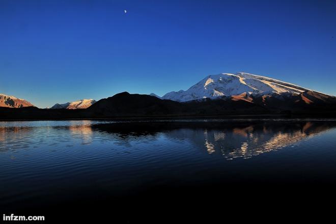 海拔7509米的慕士塔格峰是帕米尔高原的标志性雪峰