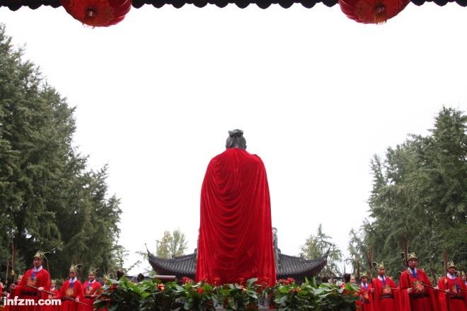 """《儒家学说与 """"贤能政治"""" 》一切政治制度只要希望长久维持,都无不需选贤、举能,差别只在于何种制度更有利于贤、能的选、举。图为2016年9月28日南京夫子庙的祭孔大典。视觉中国"""