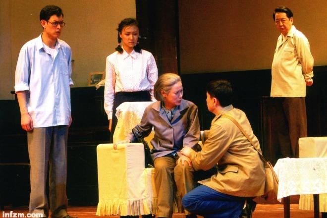 《我的戲劇老師曲信先》圖為排演的話劇《于無聲處》劇照。東方IC