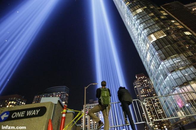 """每日壹图:美国 """"9·11""""纪念光柱点亮夜空"""