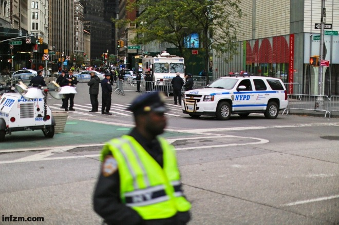 《美国警察为何没有保护公民的义务》当地时间2017年11月5日,美国纽约的警察正在纽约马拉松现场维持秩序。视觉中国
