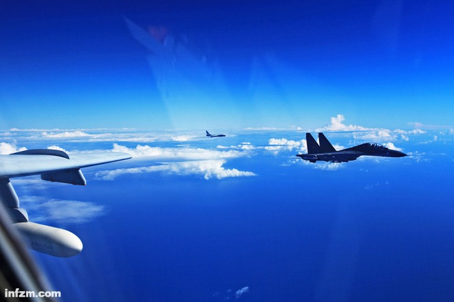 """此次解放军图-154侦察机飞越宫古海峡,在国际法上无可指责。日本却借题发挥,居然派出F-15战机跟踪监视,而这种行为却恰恰有违法之嫌——破坏了航空安全的相关法律。 从图-154的飞行路线看,其针对的首要目标其实是日本。尽管只是一架没有武装的侦察机,其背后却是一个庞大而高效的作战体系。 随着中国综合国力的增加和建设海洋强国步伐的加快,中国海空军屡屡通过宫古海峡进出第一岛链。这种正当行为却引起了日本的莫名惊恐与疑虑。日本防卫省直言中国急速扩大的海洋活动""""可能招致不测事态&r"""