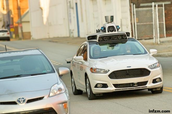 《它们是如何研发无人驾驶汽车的》2016年9月22日,美国匹兹堡,优步公司(Uber)的无人驾驶福特福星亮相匹兹堡。视觉中国