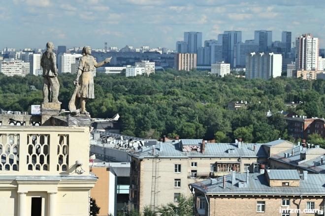 《中国亟待发展一流的俄罗斯研究》中国方面连几个像样的俄罗斯问题专家都找不出来,那岂不误了大事?即便是两国关系正处于蜜月期,深入了解我们这个最大的邻国也是迫在眉睫。图为莫斯科城市景观。东方IC