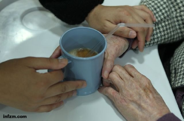患者上千万、经济负担过万亿 特殊老年病该如何应对?