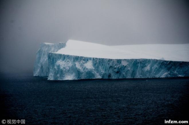 当地时间2018年12月5日,格陵兰岛西部的冰川。