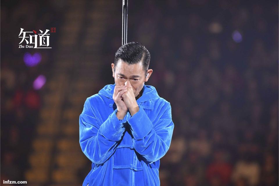 取消演唱会的刘德华哭着道歉,香港为何没有天王了?1