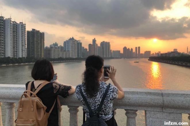 2019年3月21日,立春的广州宛如初夏,行人们穿起了短袖。