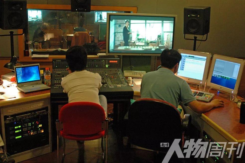 2007年,上海電影譯制廠配音工作場景
