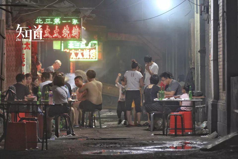 网红纪录片《人生一串》里的烧烤店。 (IC photo/图)
