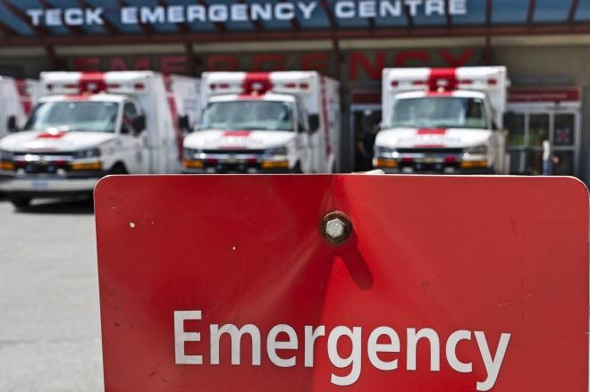 """《加拿大全民免费医疗》出于对发达国家的福利制度的想象,加之移民中介机构多年来不遗余力的商业宣传,""""加拿大全民免费医疗""""享誉中国。图为温哥华一家医院的急救中心。"""