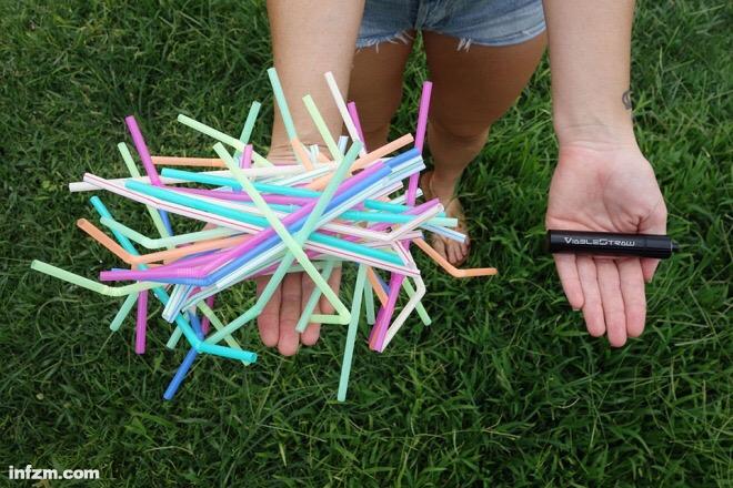 来自美国夏威夷的Price夫妇发明了一款名叫Viable Straw的环保吸管。这种吸管由不锈钢材质制成,可重复使用,跟一个车钥匙差不多大。