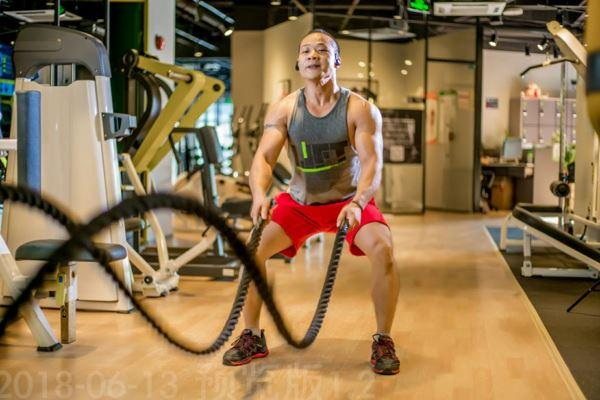健身健美理念起源于歐美等國,20世紀80年代中國健身房處于萌芽階段,2001年至2010年,行業進入快速發展階段。(甘俊攝)
