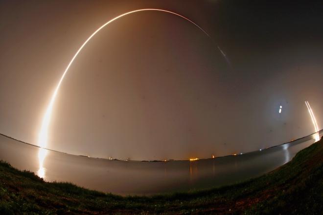 每日壹圖:美國|SpaceX公司執行太空葬禮