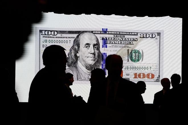 《誰將撼動美元的地位?》美元是問題,但問題不止是美元。如果主權法定貨幣背后的政府之手總是不安分,問題就不會消失。