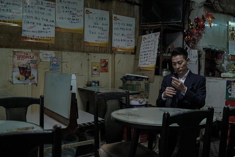 19 《扫毒2》中,刘德华的双重身份2.jpg