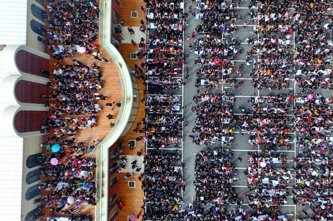 每日壹图:中国|1400名美发师5分钟成功挑战吉尼斯世界纪录