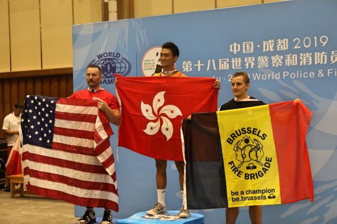 室内划艇500米30岁组别,香港消防员温国梁夺得金牌。