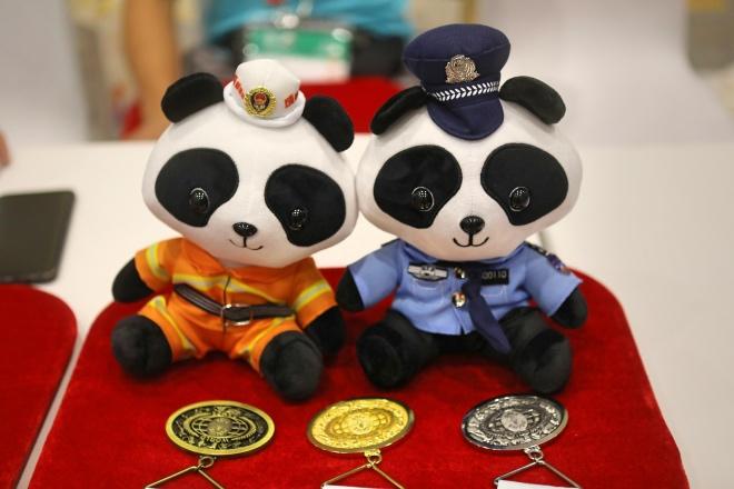 """2019成都""""世警会""""熊猫吉祥物娃娃。"""