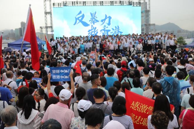 """""""守护香港大联盟""""呼吁全港各界反对一切形式的暴力,尽快恢复社会正常秩序。"""
