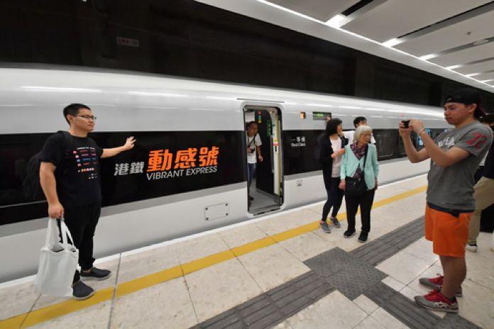 2018年9月23日,广深港高铁香港段投入运营。新华社记者 吕小炜 摄