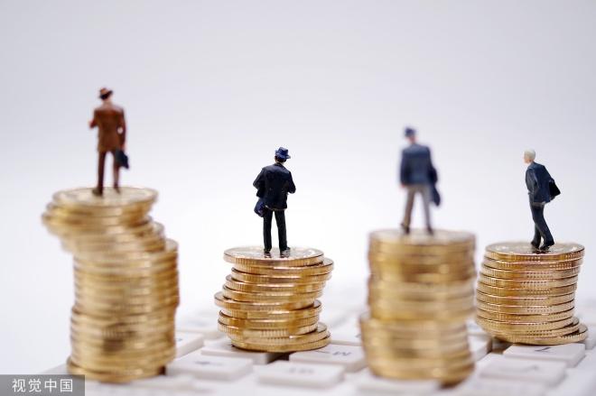 《高储蓄率,反而有助于降低利率》贷款是人们通过跨期交易,把未来的资源借到现在来用。任何人要借用未来的资源,都只能来自其他人当下的储蓄。