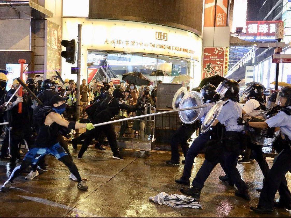 风口浪尖上的香港警察:受累受伤受委屈,仍然坚守岗位