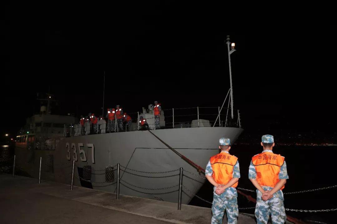 中国人民解放军驻香港部队8月29日凌晨开始,组织进驻香港以来第22次轮换行动。这是海上部队到达香港昂船洲码头。新华社发(原俊敏 摄)